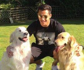 Alexis Sánchez y sus perros Atom y Humber