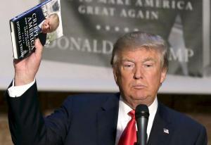 """Trump hace un """"EPN"""": """"me gustan los libros. No tengo tiempo para leer, pero me gustan"""""""