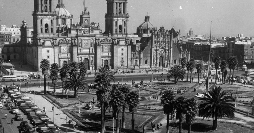circa 1955:  The main square of Mexico City with the cathedral in the background.  (Photo by Three Lions/Getty Images)