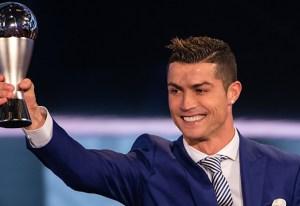 ¡WTF! Cristiano Ronaldo está arrasando ahora se lleva el 'Salón de Oro'