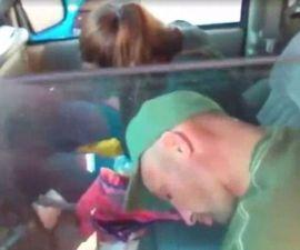 Padres drogadictos con sus bebés
