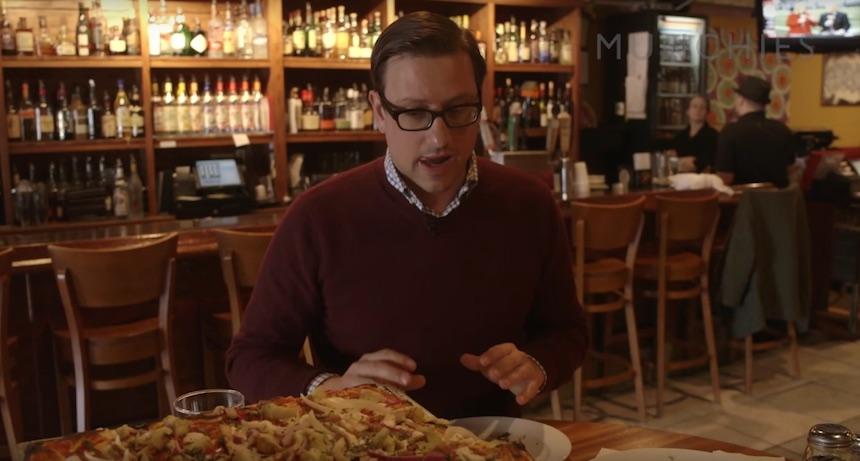Dan y su pizza favorita