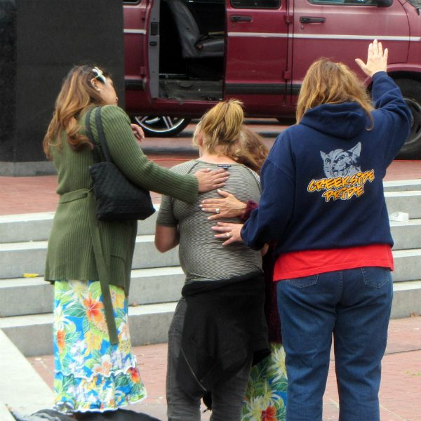 PRAYING FOR WOMAN AT UN PLAZA