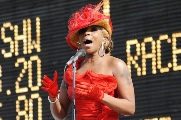 mary-j-blige-belts-out-national-anthem-at2-012-kentucky-derby