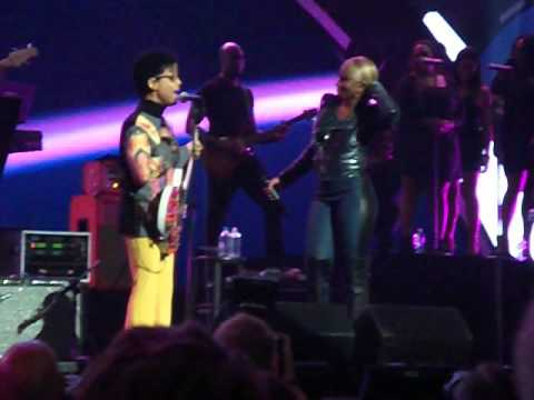Prince + Mary J. Blige – Nothing Compares to You Live at the I Heart Radio Festival + FREE MP3 DOWNLOAD