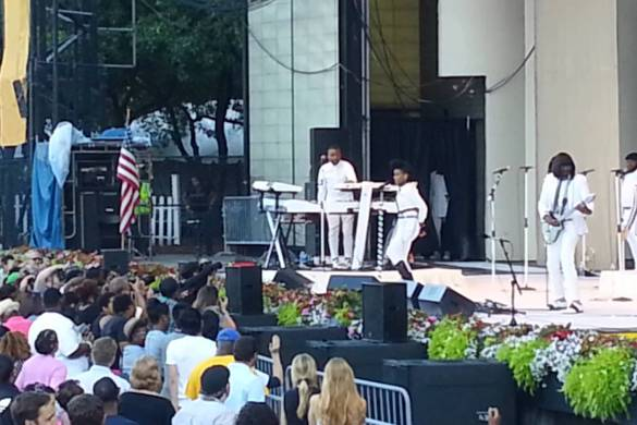 "Janelle Monae ""Giving What You Love"" at the Taste of Chicago [FULL VIDEO]"