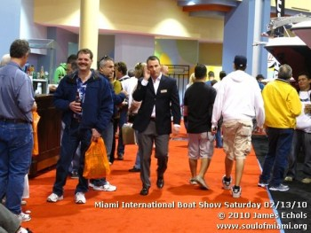 miamiinternationalboatshowsaturdsay021310-004