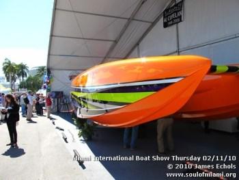miamiinternationalboatshowthursdsay021110-012
