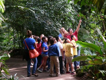 Education-volunteers-at-Fairchild1