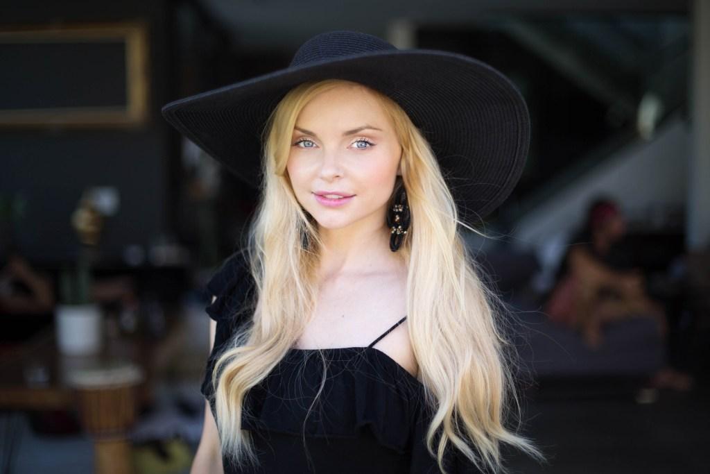 Izabella Miko-4