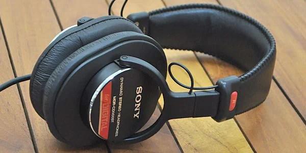 SONY ( ソニー ) / MDR-CD900ST 世界最先端技術を誇るソニーと、洗練・熟知された音創りの感性とノウハウを持つソニー・ミュージックエンタテインメントとの共同開発によって生み出された完全プロフェッショナル仕様のモニターヘッドホンです。
