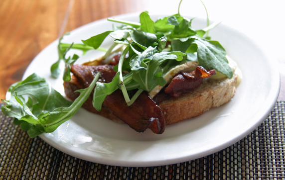 The BrieLT, brie cheese, Neuske bacon, tomato marmelade with arugula leaves.