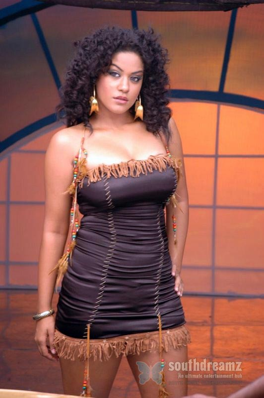 download mumaith khan glamour stills 37 Awesome Mumaith Khan photos