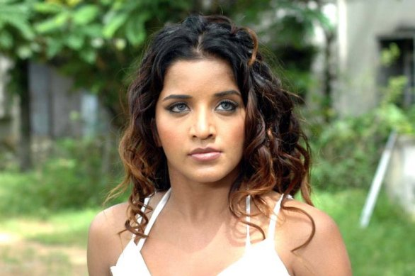 south indian glamour actress monalisa bikini stills 3 586x389 Monalisa hot photos