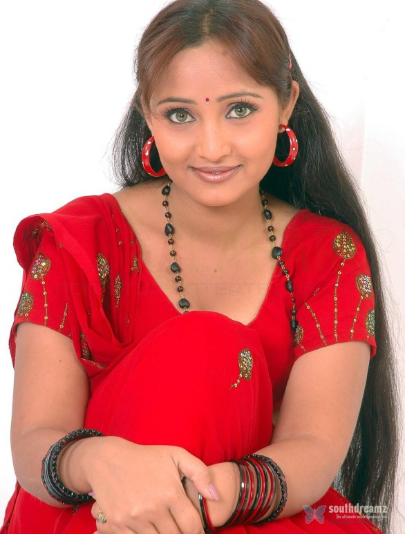 cute girl ravali hot sexy photos 586x773 Ravali
