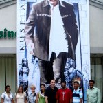 Kuselan Fever in USA - Rajini Cut-Outs, Kuselan Choclates!