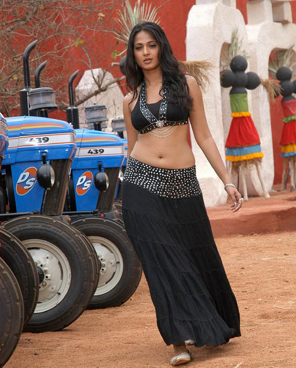 anushka shetty vettaikkaran stills 4 Vettaikaran heroine actress Anushka Shetty photo gallery