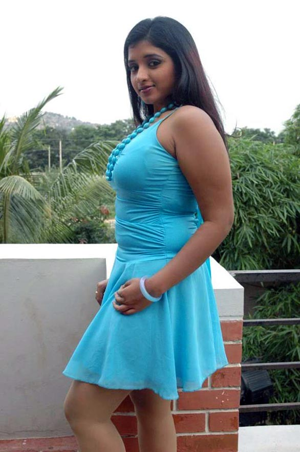actress soumya exposing47 Actress Soumya Hot Photo Gallery
