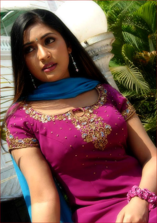 mallu movie actress navya nair hot stills pictures photos 1 Navya Nair hot photo gallery