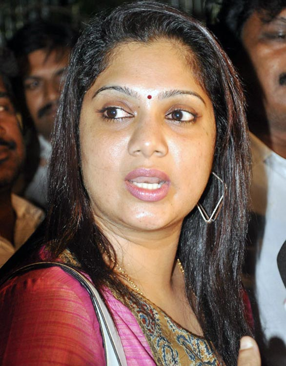 Actress Yuvarani Meets The Commissioner chennai 04 Yuvarani