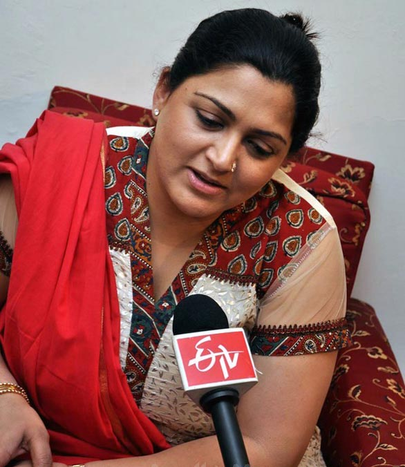 kushboo sundar latest photos gallery images 04 Kushboo photo gallery