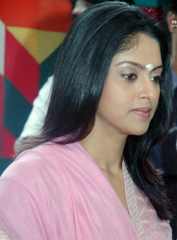 nadhiya Nadhiya moves to television