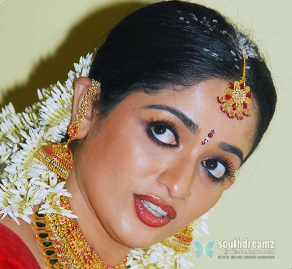 kavya madhavan wedding photos 6 Dileep denies he divorced Manju for Kavya Madhavan