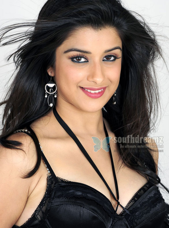 actress madhurima Wallpaper Madhurima under Jiiva's custody?