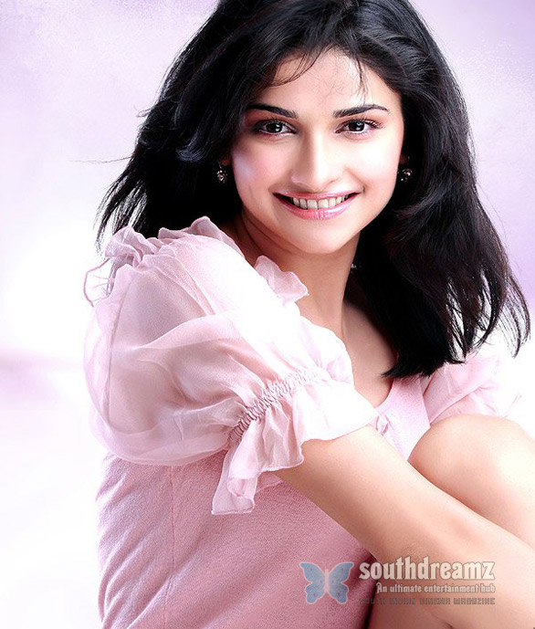 prachi desai10 Prachi Desai ready for launch pad in Tamil
