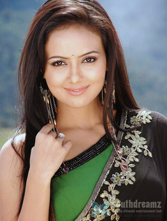 sana khan Beesi Parcel protest against Sana khan