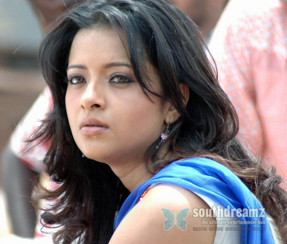 Reema Sen 2 Is Reema Sen avoiding Tamil Cinema?