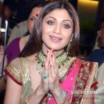 Shilpa-Shetty-welcoming-guest-in-herself-wedding-pics