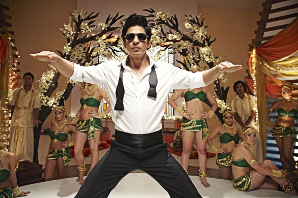 ra one shahrukh khan kareena kapoor hot photos 6 586x390 A.R Murugadoss & Shahrukh Khan