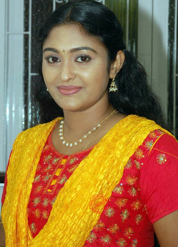 TV Actress Sreeja Chandran Saravanan Meenakshi serial in Vijay Tv