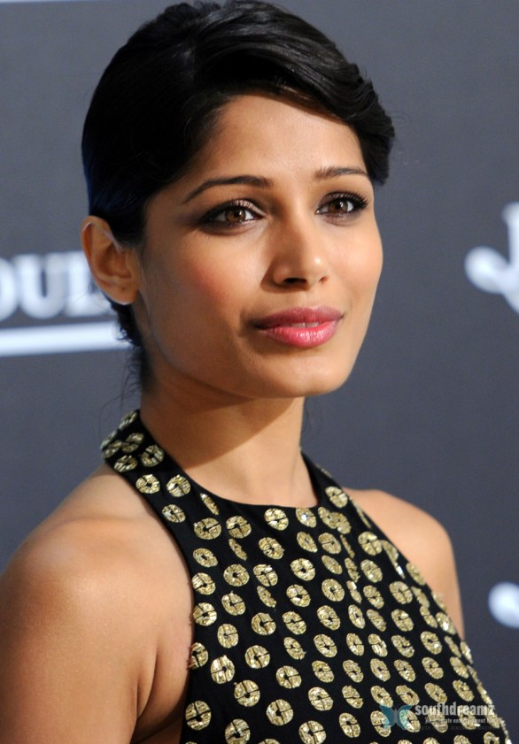 Freida Pinto Attends Jaeger LeCoultre Gala Dinner 2 586x841 I give much attention to beauty, Freida Pinto