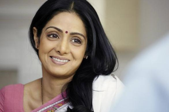 sridevi english vinglish 586x390 Sridevi dont want do cheap Aunty roles