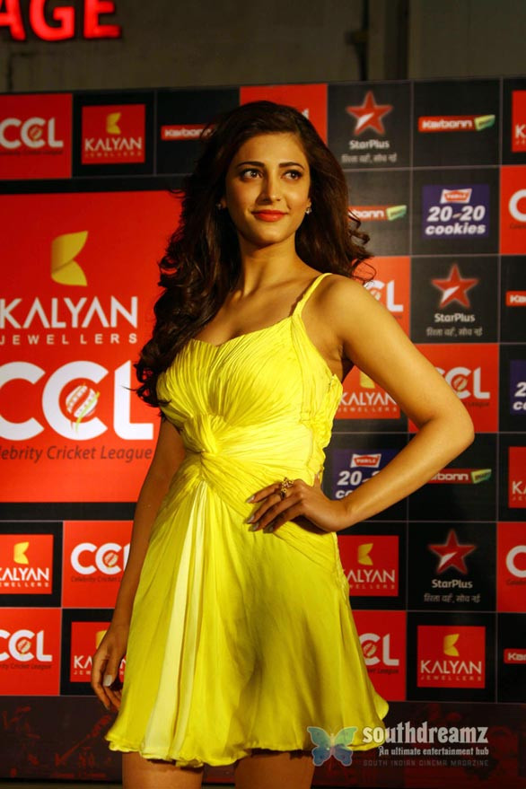 shruti hassan Hot Heroines at CCL 3 Curtain Raiser Photos 1012 Celebrity Cricket League Season 3 curtain raiser