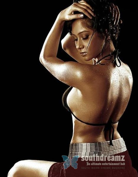 south indian glamour actress bare back latest hot stills 4 Hot & spicy actresses beautiful Bare Back photos