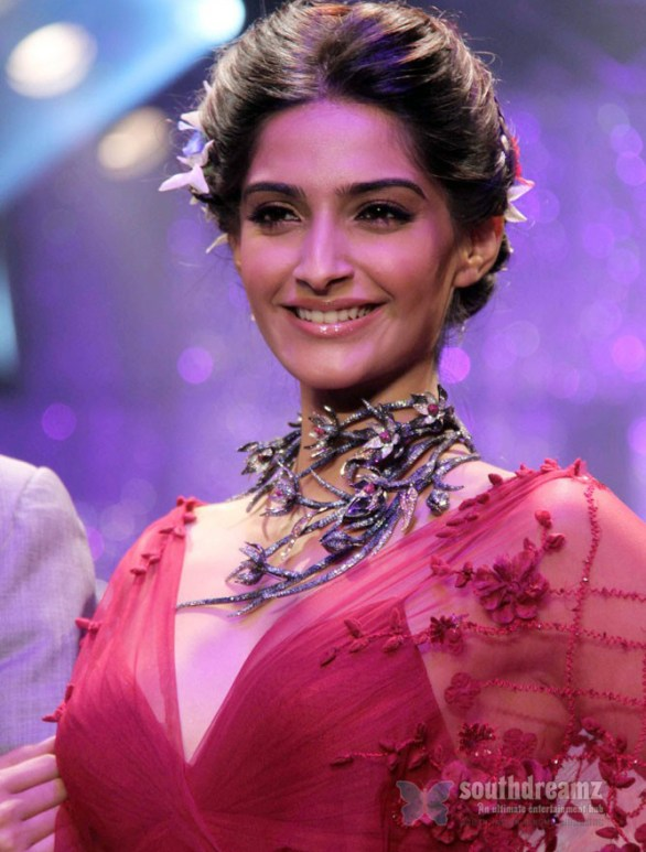 sonam kapoor ramp walk 3 586x773 Sonam Kapoor in Law Training
