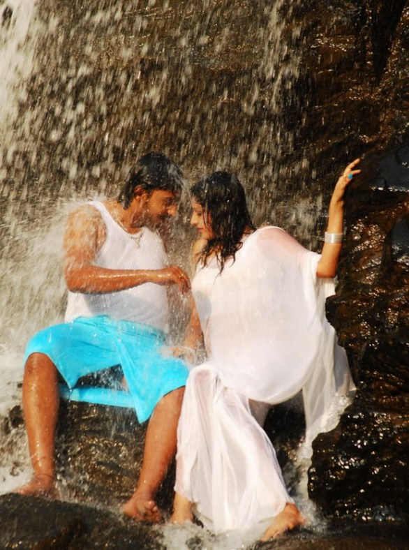 Hari Priya Hot And Wet Photos in Yuvakudu 1164 586x788 Hari priya Hot Wet Song in Yuvakudu