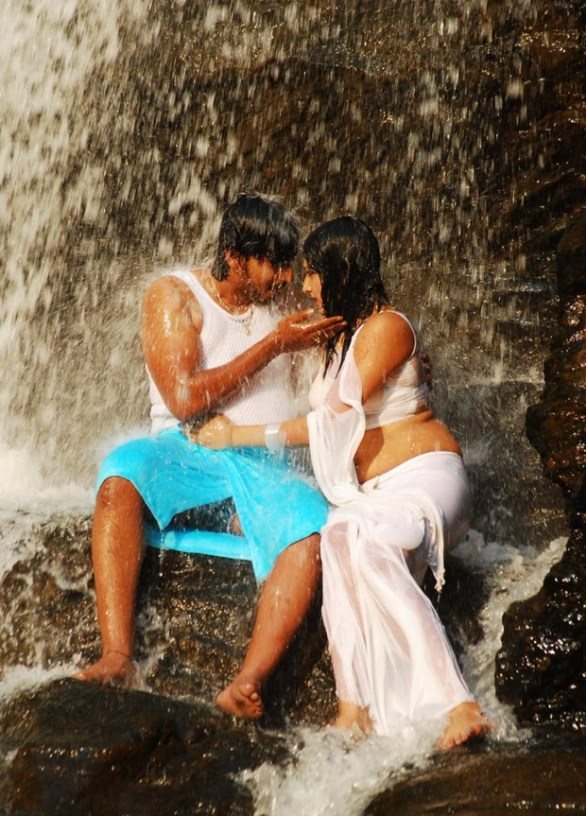 Hari Priya Hot And Wet Photos in Yuvakudu 1555 586x816 Hari priya Hot Wet Song in Yuvakudu