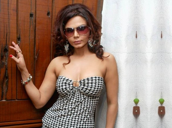 Rakhi Sawant hot 586x439 Rakhi Sawant ready to go Jail for Sanjay Dutt