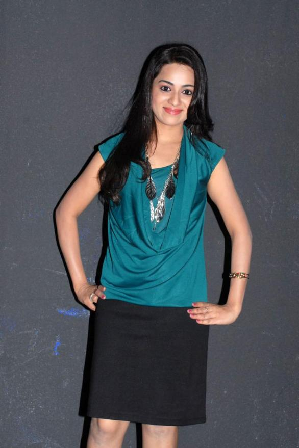 Reshma Hot latest Stills 586x879 Jr Trisha should speed up!