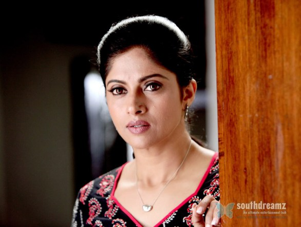 nadhiya latest stills 12 586x443 Sexy Women at 40