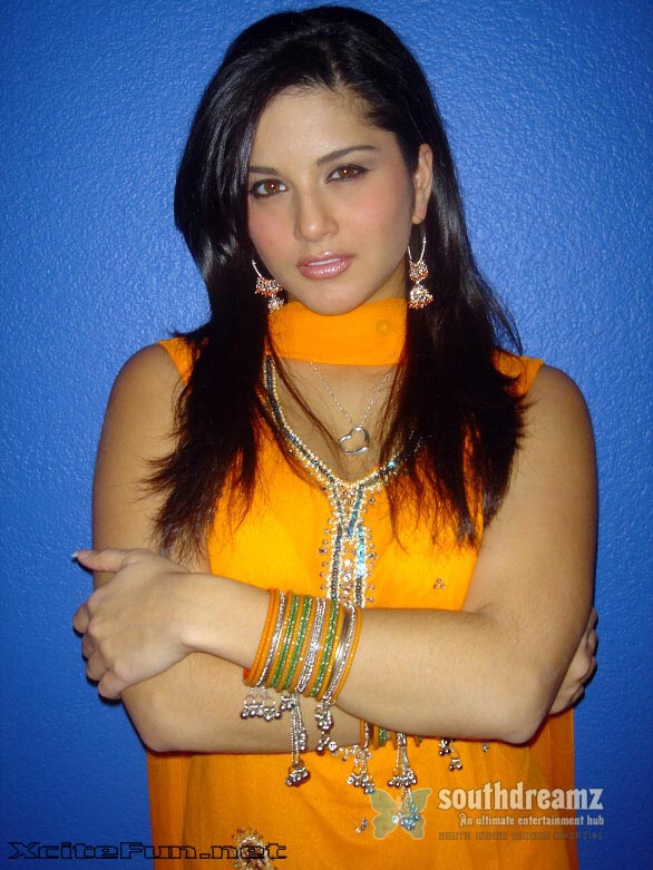 exclusive photos of sunny leone hot sensuous rare private and personal 4 Sunny Leone goes bold with Sachin Joshi in Jackpot