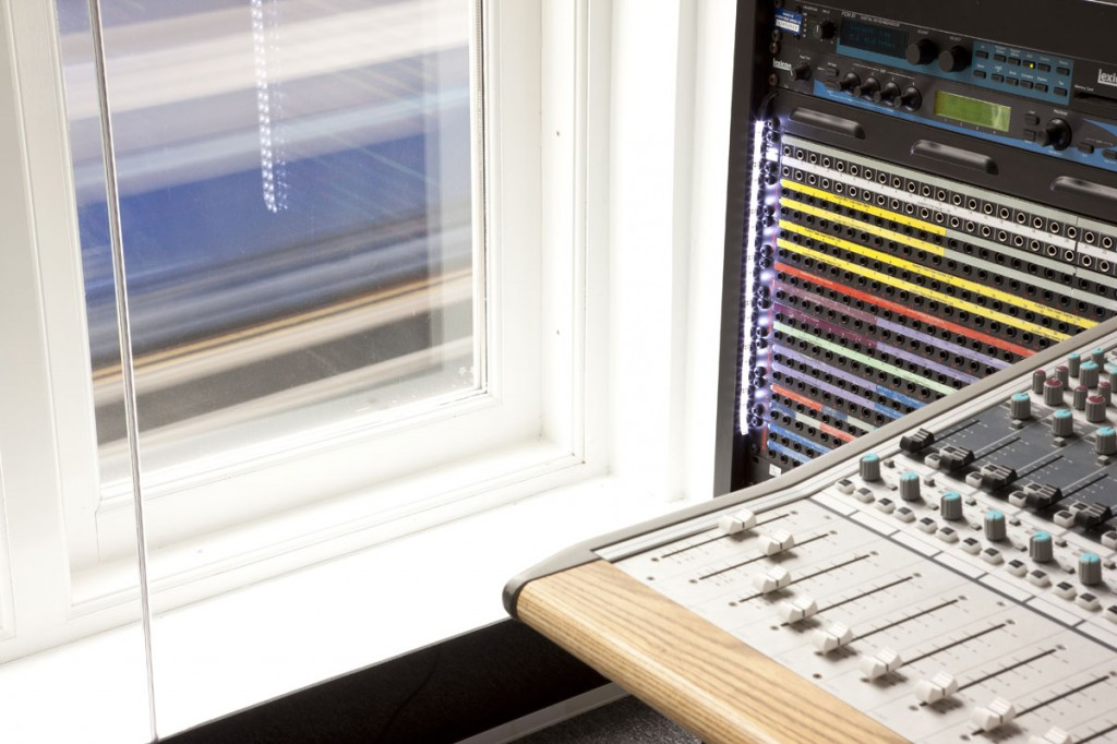 Picture of an acoustically sound-proof window