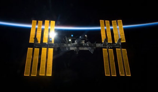 Gravity will be set on the International Space Station, damaged after a collision with space debris (Credits: Filmconic).