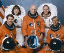 Story Musgrave with the crew of STS-80, in 1996 (Credits: NASA)