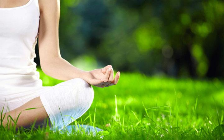 Yoga-Posizione-della-mani