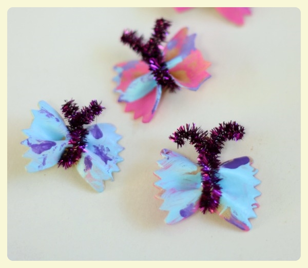 Bow tie pasta & pipe cleaner butterflies. Featured by LE CHEMIN ABA, learning house for children with autism, in Paris, France.